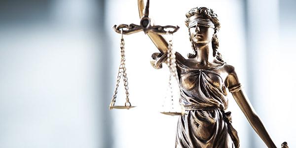 Justitia als Symbol für Gewerbemietrecht Berlin