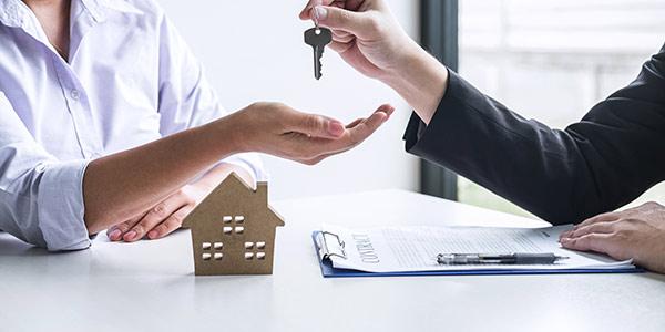Schlüsselübergabe für die Wohnung - Wohnungseigentumsrecht Berlin